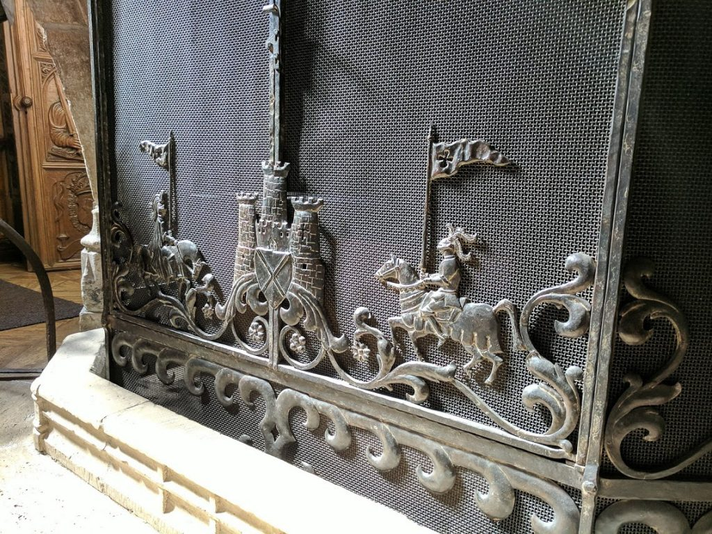 Design on fireplace grate