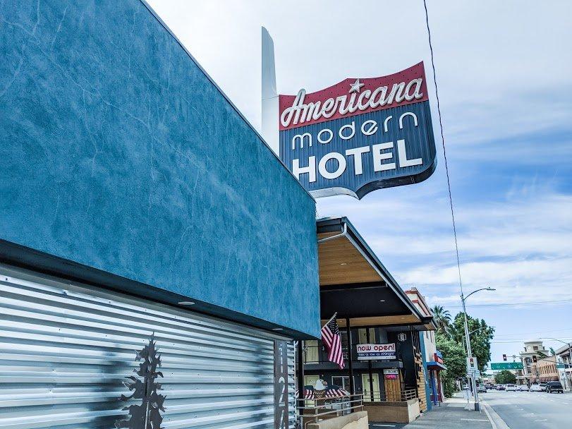 Americana Modern Hotel Redding sign