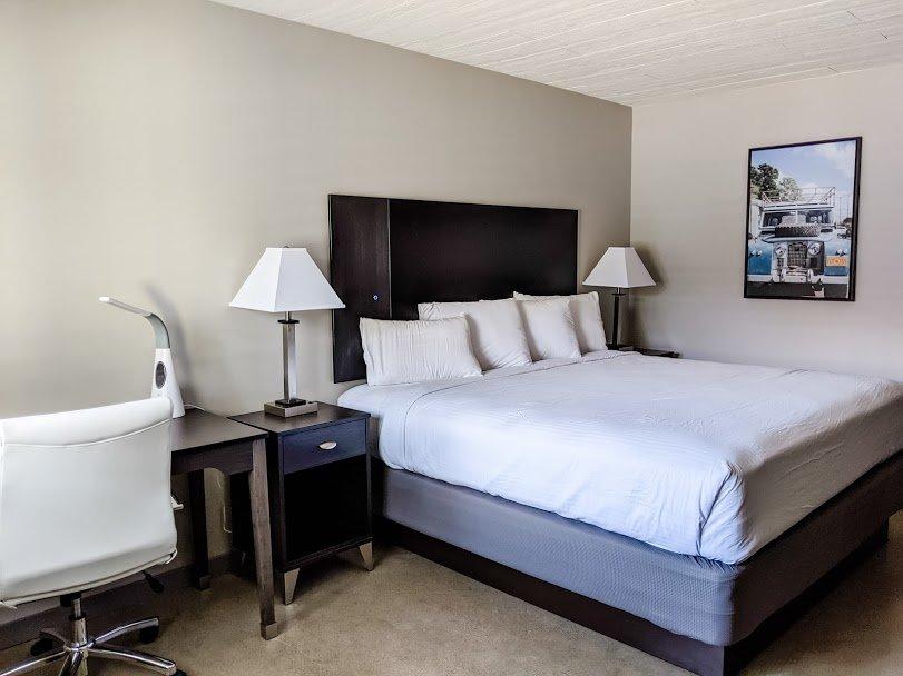 Americana Modern Hotel Redding King Room
