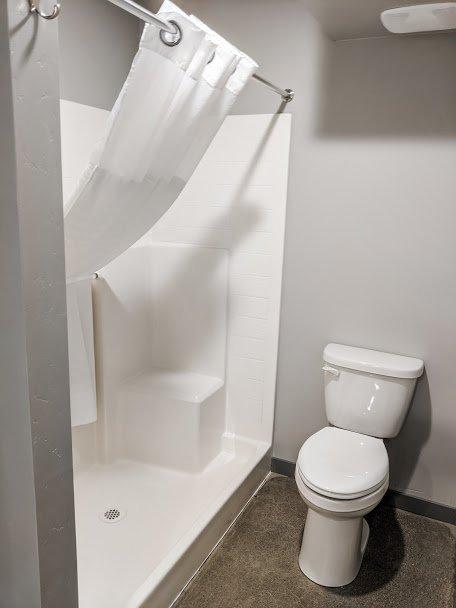 Americana Modern Hotel Shower